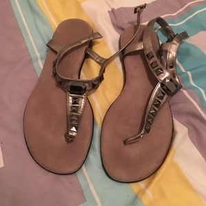 Suede sandals with gold strap grey stones